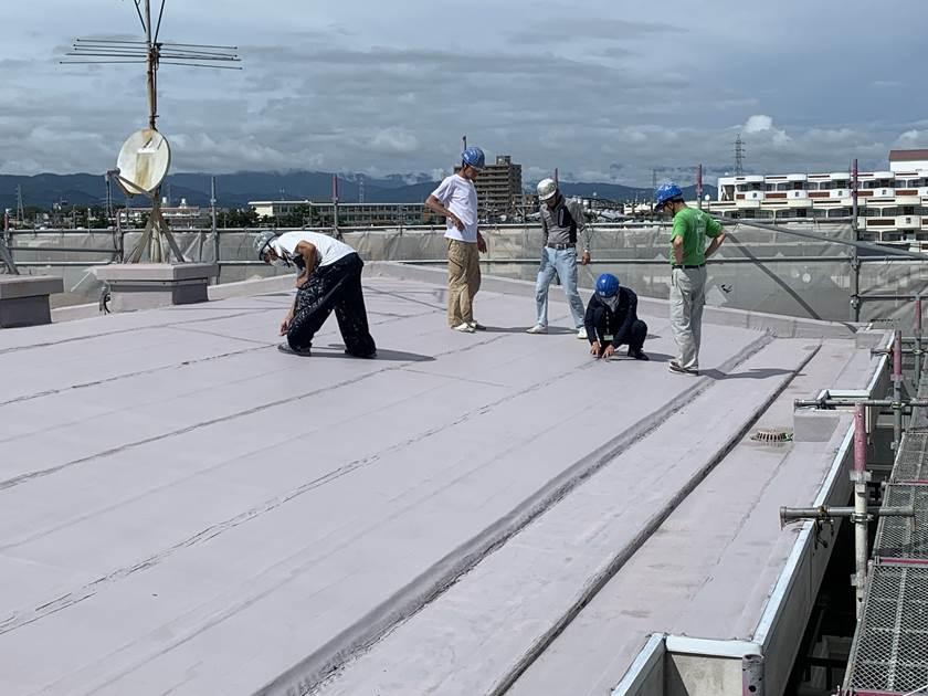 マンション塗装 屋上洗浄後 確認作業